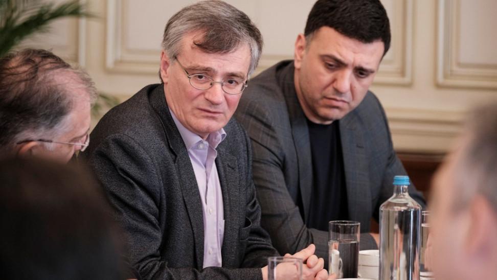 Κορωνοϊός: Τα κόμματα ενημερώνει ο Κικίλιας – Θα συμμετέχει και ο Τσιόδρας