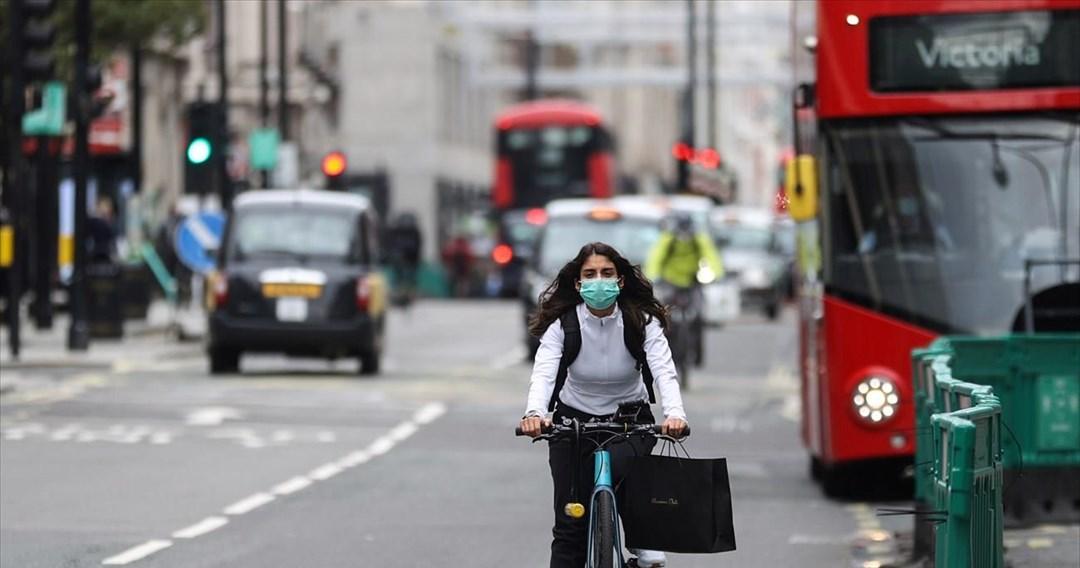 Ο αρχίατρος της Αγγλίας προειδοποιεί ότι ο κορωνοϊός θα είναι πρόβλημα και τους επόμενους χειμώνες