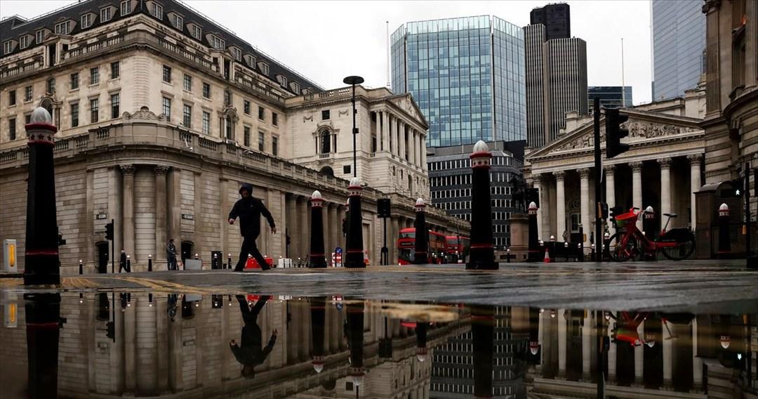 Αμετάβλητα τα επιτόκια της Τράπεζας της Αγγλίας