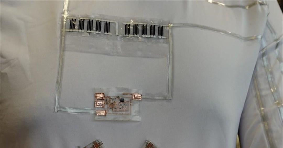 Ρούχο συλλέγει ενέργεια για ηλεκτρονικές συσκευές από τον ιδρώτα και την κίνηση του σώματος