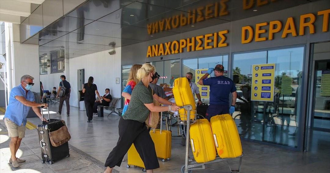 Επαίνους στον Χ. Θεοχάρη για τον τρόπο που ανοίγει ο ελληνικός τουρισμός