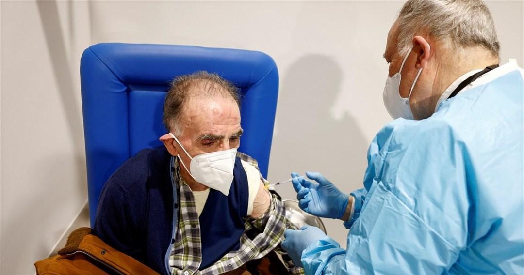 Πιέζει η Moderna για την ενισχυτική δόση εμβολίου σε ηλικιωμένους και άτομα υψηλού κινδύνου